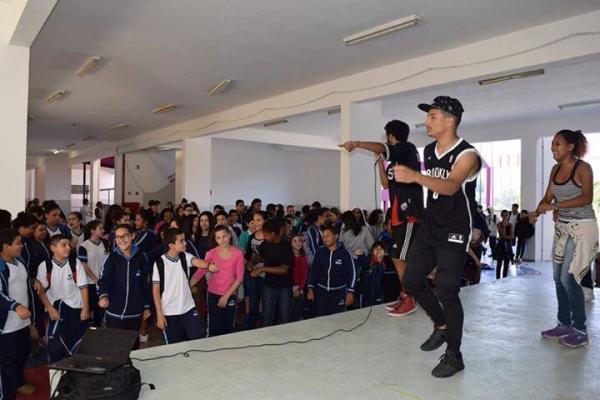 BARUERI: Jovens resgatam elementos da cultura hip hop