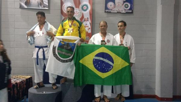 Professor conquista ouro e prata no Mundialito de Karatê