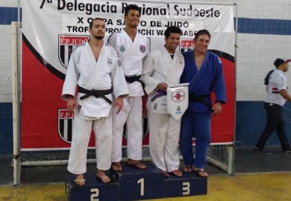 Judocas de Cotia conquistam novas medalhas