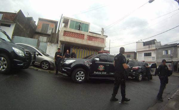Polícia realiza megaoperação em bairros de Taboão