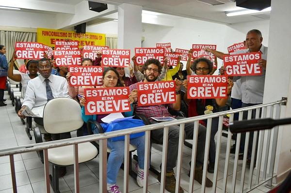Servidores da educação voltam ao trabalho no dia 3 em Taboão