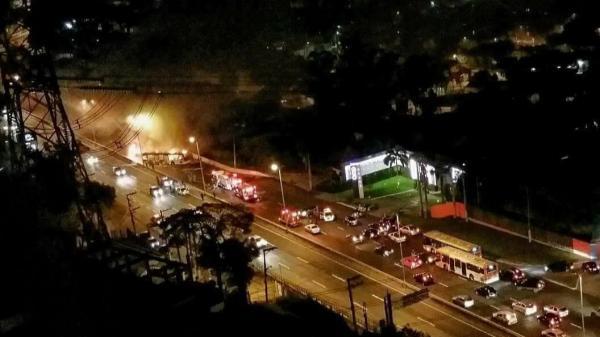 Ônibus são incendiados na Raposo Tavares