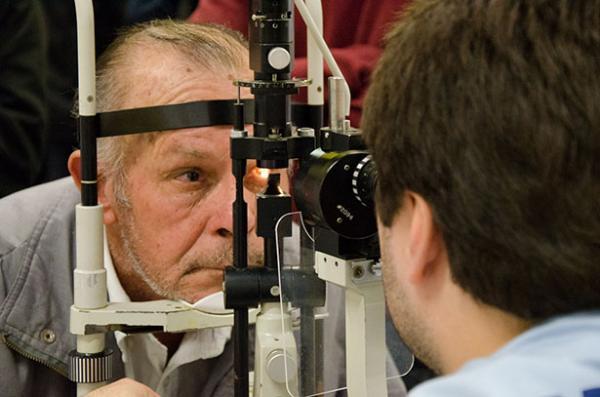 Estação Brás recebe inscrições para cirurgia de catarata