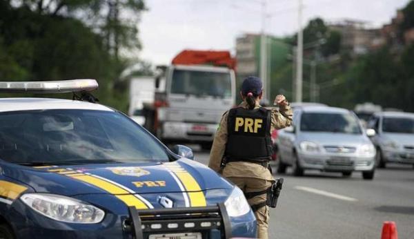 Sem dinheiro até para combustível, PRF reduz serviços