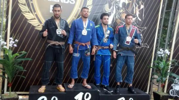 Jiu-Jitsu de Cotia conquista medalhas