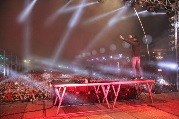 DJ Alok incendeia abertura da Festa do Peão de Itapecerica da Serra
