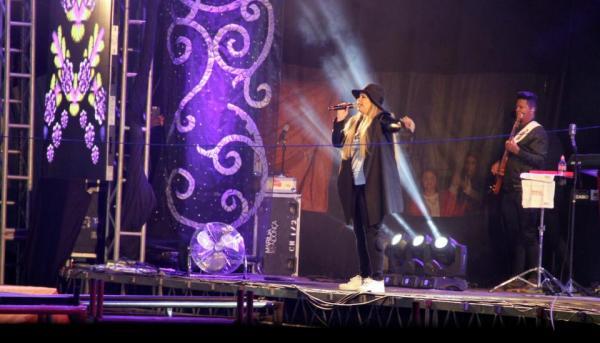 Marília Mendonça atrai multidão na abertura da 2ª semana do Rodeio