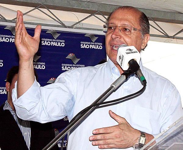 Alckmin critica 'distritão' e afirma que campanha vai ficar mais cara