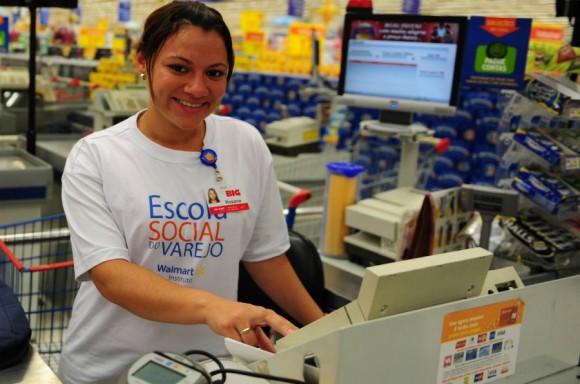 Instituto Walmart seleciona jovens para a Escola Social do Varejo