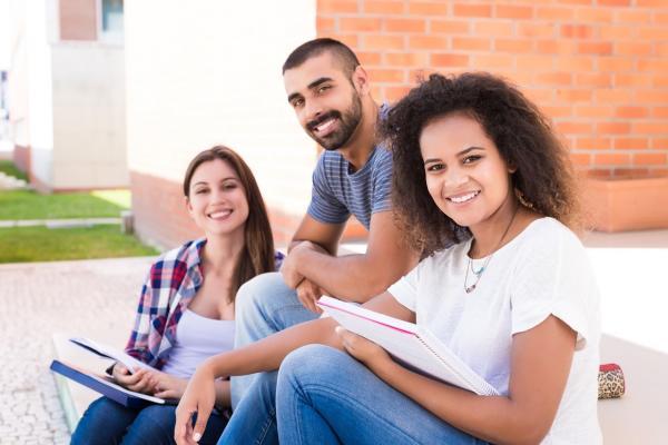 Programa oferece bolsas de estudo em Taboão da Serra