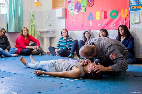 Funcionários de creche recebem curso de primeiros socorros
