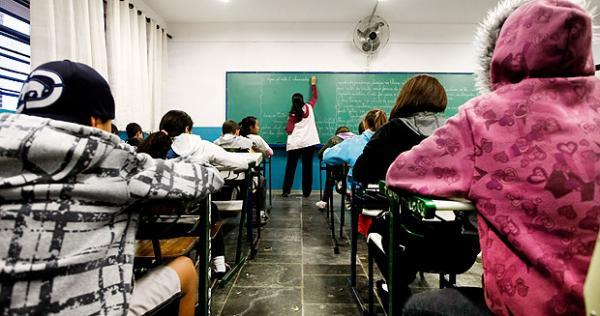 Alunos da rede estadual voltam às aulas nesta segunda