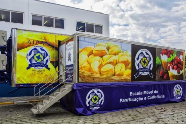 Cotia recebe Carreta de Escola Móvel do Sampapão ao lado da Prefeitura