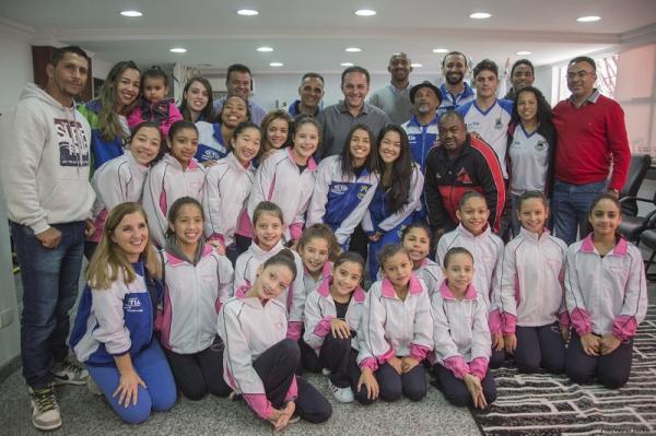 Rogério Franco recebe atletas que participaram dos Jogos Regionais