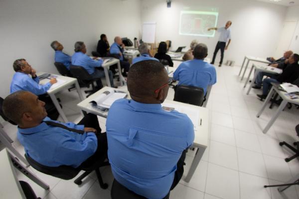 Motoristas do transporte escolar recebem treinamento especializado