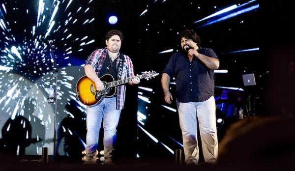 César Menotti & Fabiano fazem show gratuito quinta-feira em Vargem Grande