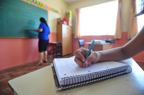 Professores da rede municipal começam reposição de aulas em Cotia