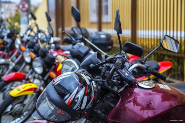 SETTRANS realiza Blitz educativas com motociclistas em Cotia