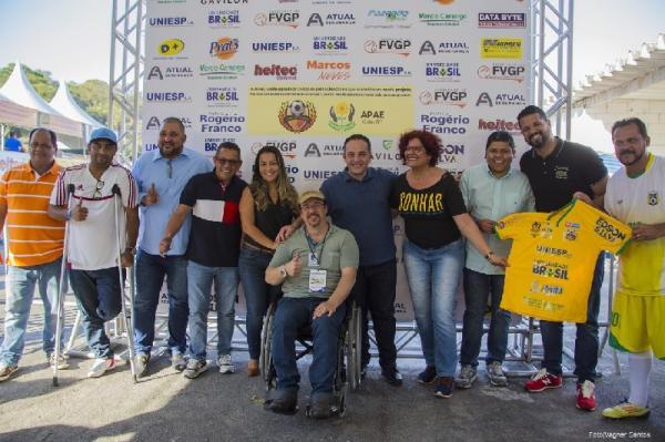 Vereadores prestigiam Futebol Solidário da APAE de Cotia