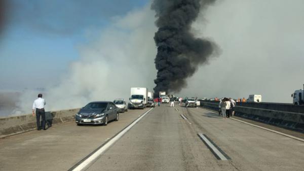 Capitão dos Bombeiros diz que queimada pode ter sido ponto de partida de acidente na rodovia em Jacareí