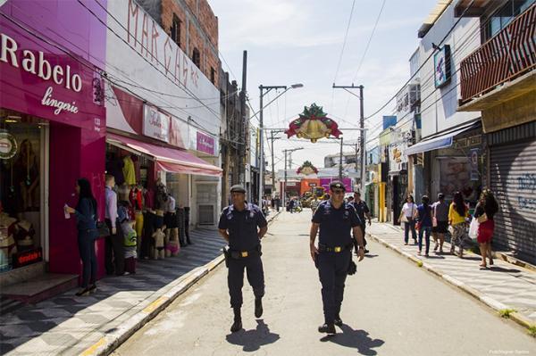 'Operação Boas Festas' aumenta o patrulhamento nas áreas comerciais de Cotia