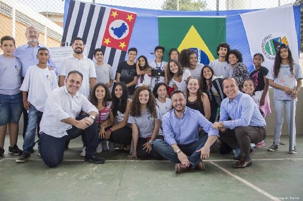 Rogério Franco participa de assinatura de autorização para reforma de escolas