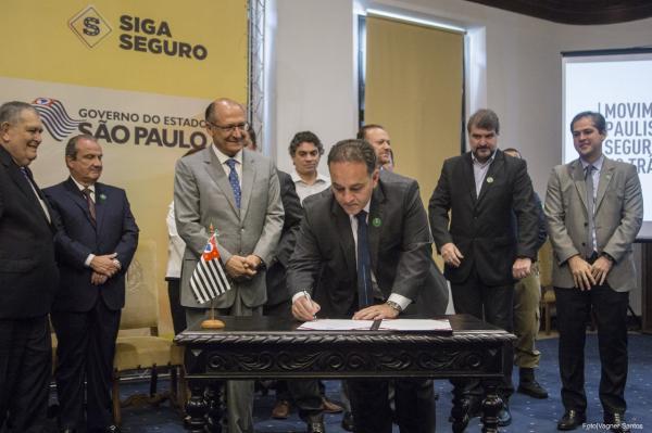 Prefeito Rogério Franco assina convênio de quase R$ 1 mi para segurança no trânsito