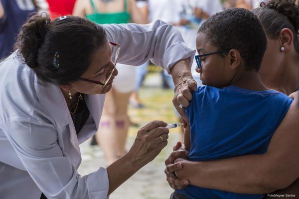 Cotia reforça necessidade de jovens se vacinarem contra HPV e Meningite