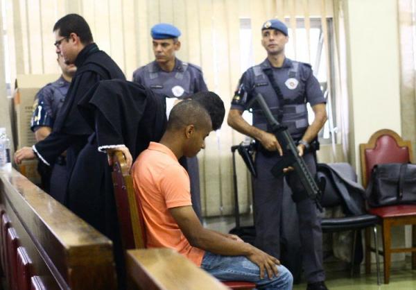 Júri condena policial a mais de 119 anos de prisão por participação em chacina