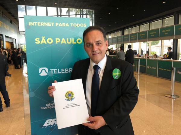 Prefeito Rogério Franco assina adesão ao