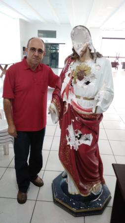 Vândalos destrói imagem na Paróquia Santo Antônio da Granja Viana
