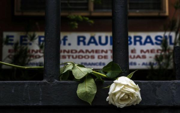 Após massacre, funcionários retornam ao colégio Raul Brasil nesta segunda-feira