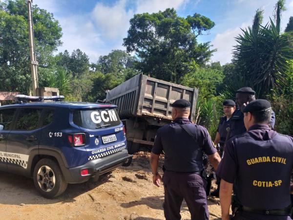 GCM flagra crime ambiental no bairro Tabuleiro Verde