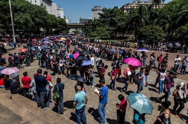 Mais de 15 mil pessoas enfrentam fila em busca de emprego em São Paulo