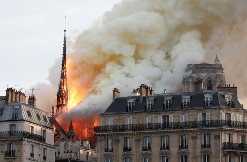 Incêndio destruiu séculos de herança