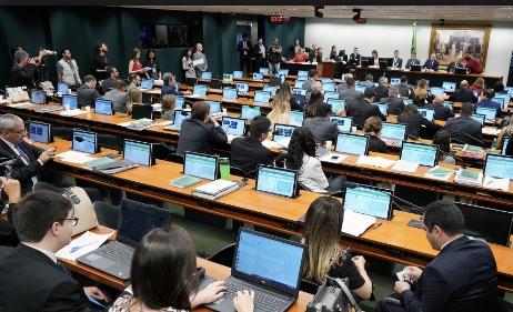 CCJ em debate nesta segunda (15)