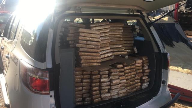 Polícia faz apreensão de grande quantidade de droga na Castello Branco — Foto: Priscila Mota/TV TEM