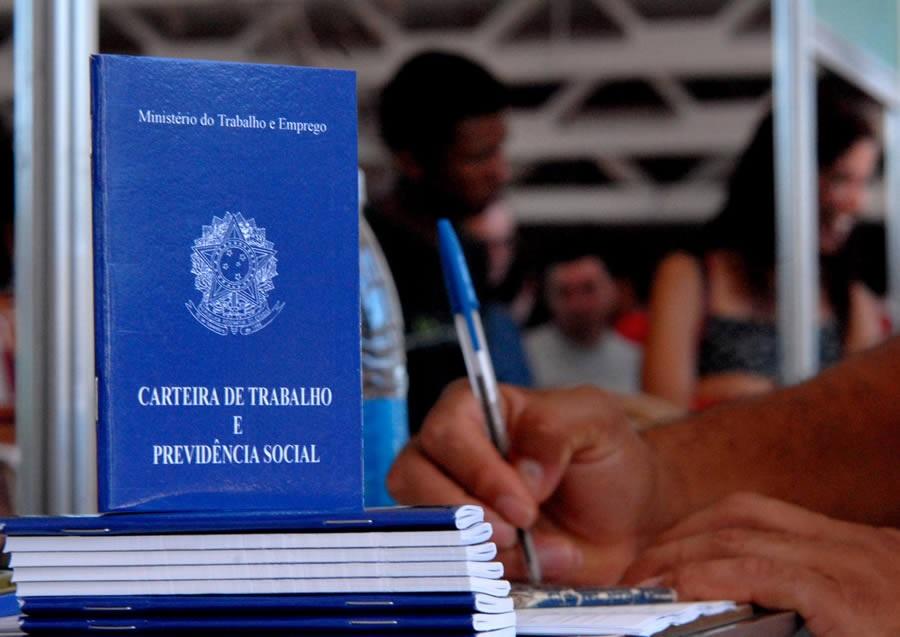 Direitos Trabalhistas: Governo prorroga prazo para saque do PIS/Pasep de 2014