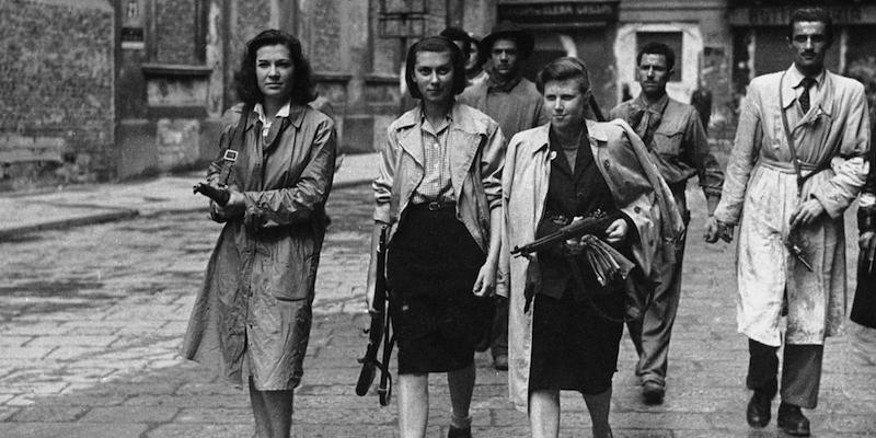 Homens e mulheres da resistência italiana antifascista e antinazista unidos para a libertação da Itália.
