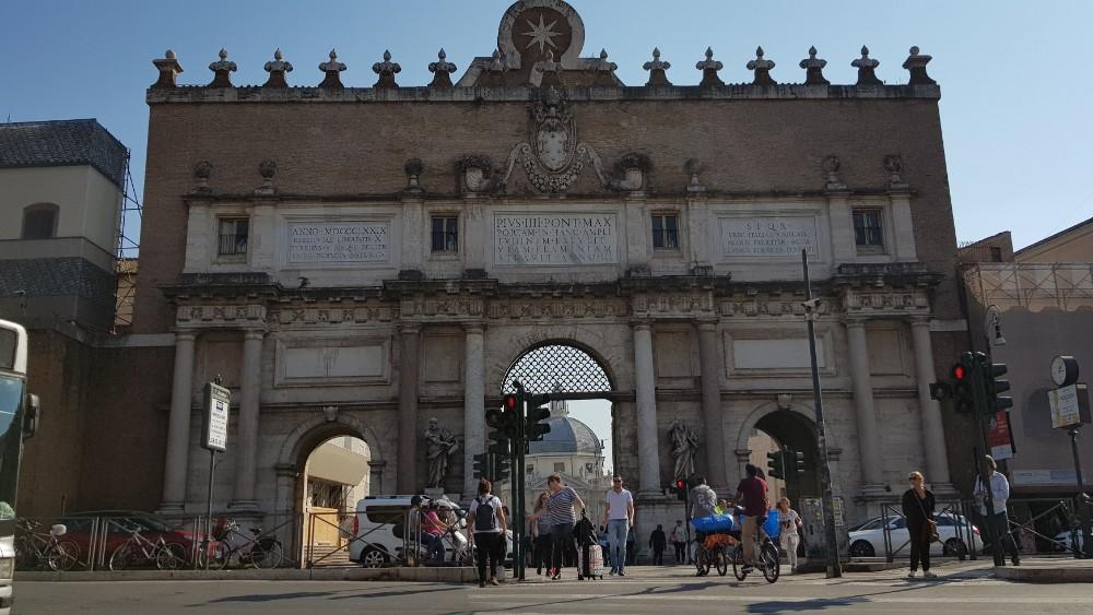 A Praça do Povo já foi a entrada principal de Roma durante o Império.
