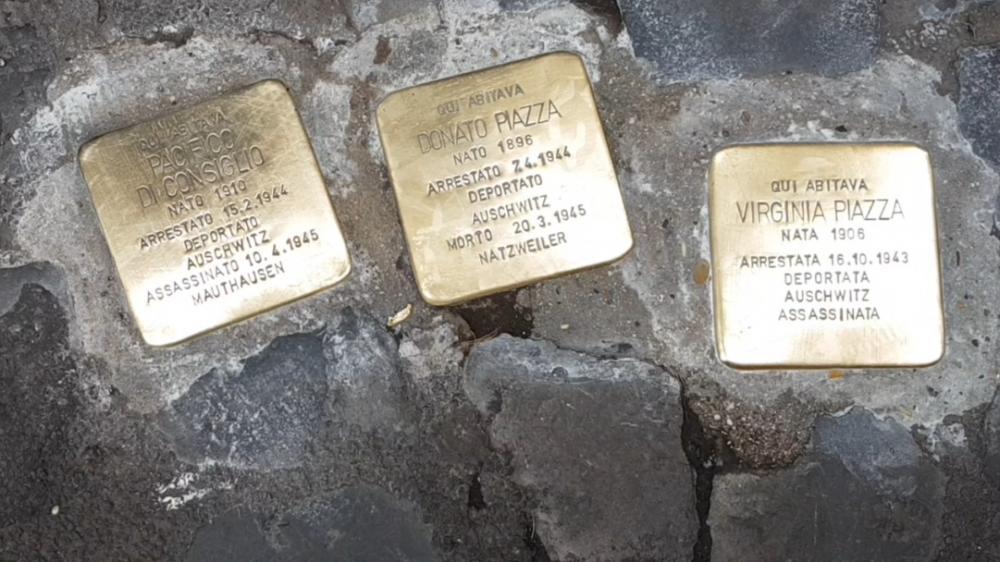 Foram arrastados para o holocausto cerca de 6 milhões de Judeus, 5 milhões de eslavos, 3 milhões de poloneses étnicos, 200 mil ciganos, 250 mil deficientes físicos e mentais e 9 mil homossexuais.