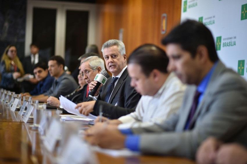 Brasília anuncia concurso com quase 3 mil vagas na área de educação