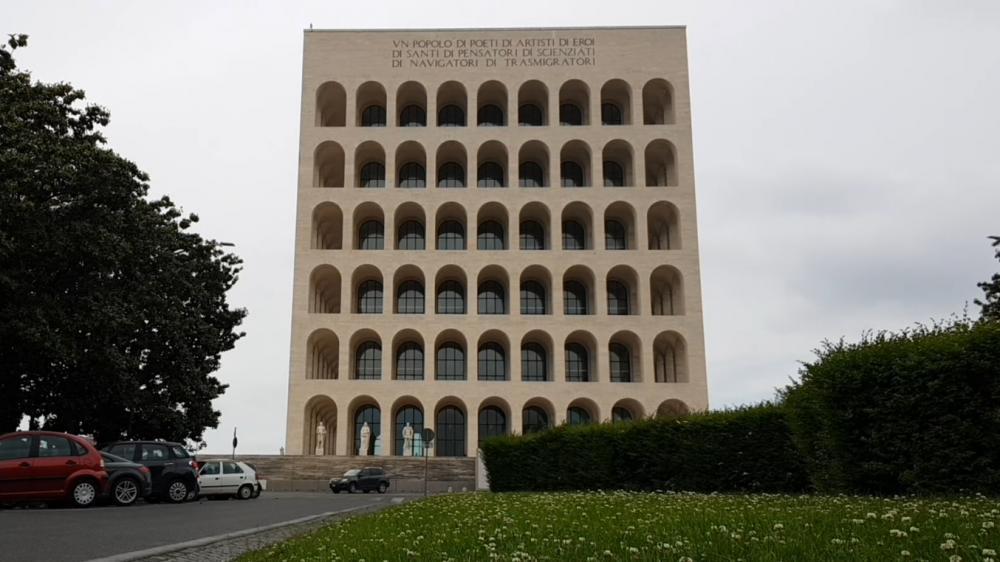 Quando falamos em Coliseu, a primeira coisa que pensamos é no Coliseu dos Gladiadores.