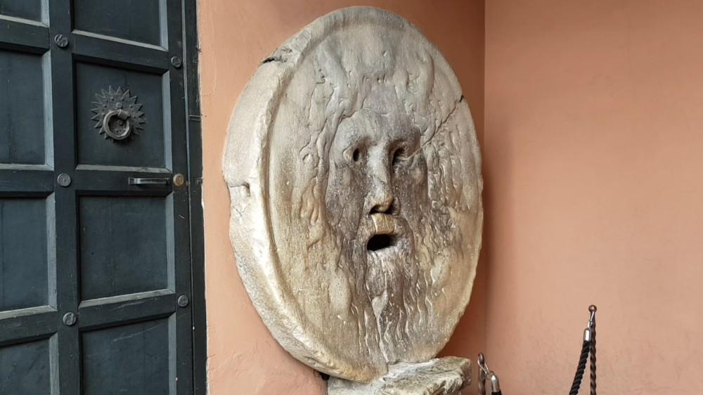 A Boca da Verdade, o detector de mentiras mais antigo do mundo.