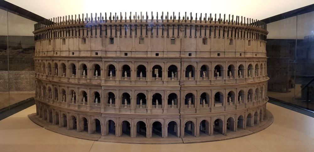 Maior e mais famoso símbolo do Império Romano era chamado de Anfiteatro Flaviano.