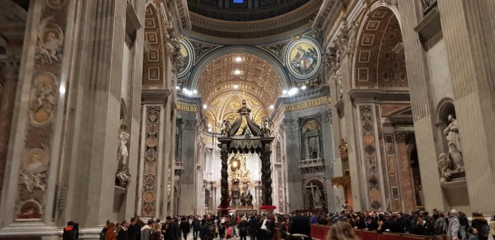 A Cidade do Vaticano, o Museu, a Biblioteca, a Basílica e a Capela.