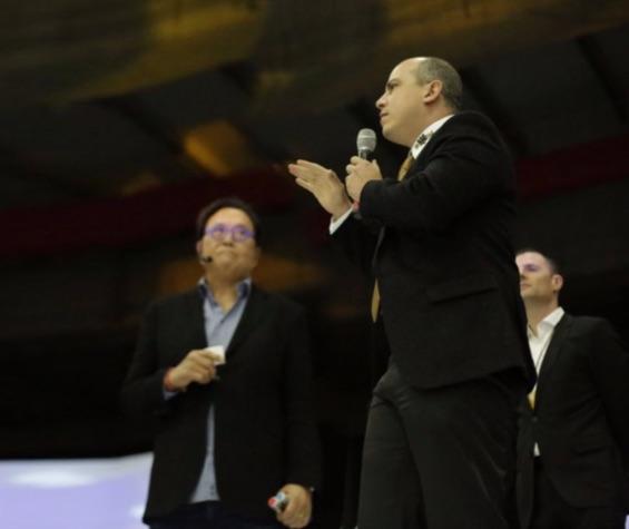 Gutemberg dos Santos palestrando para empresários