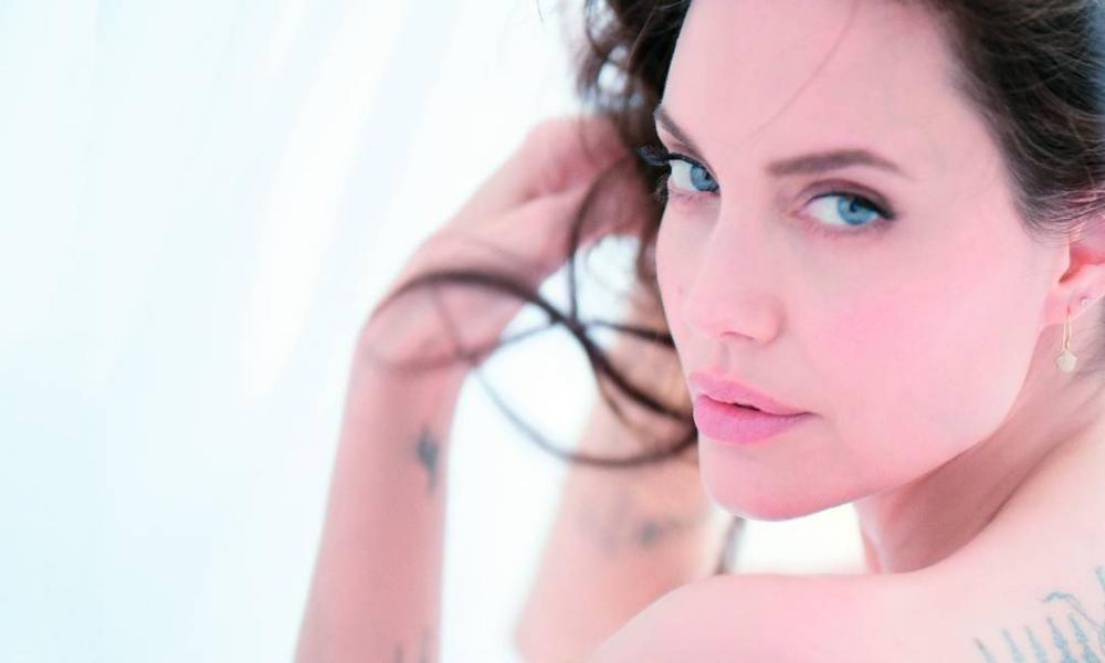 Às vésperas da estreia de 'Malévola 2', Angelina Jolie diz que na vida 'não há tempo para fingir'