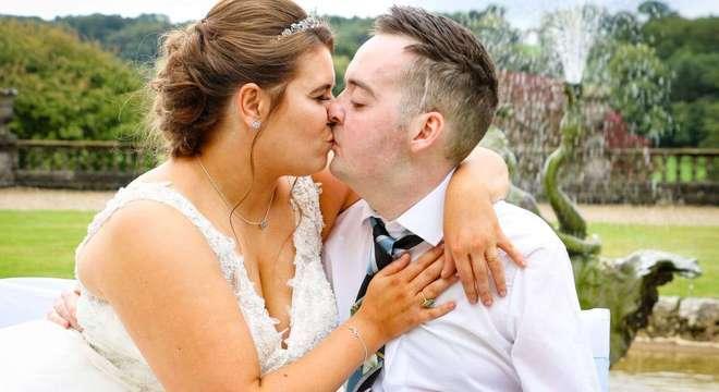 Noivo com doença terminal ganha casamento dos sonhos