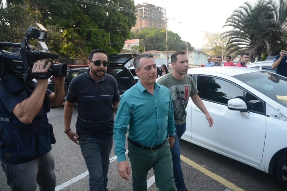 Ex-prefeito é preso recebendo propina na prefeitura de Araçariguama